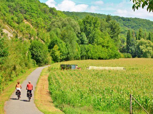 piste cyclable entre Sarlat et Cazoulés à 3 km du camping Au p'tit Bonheur