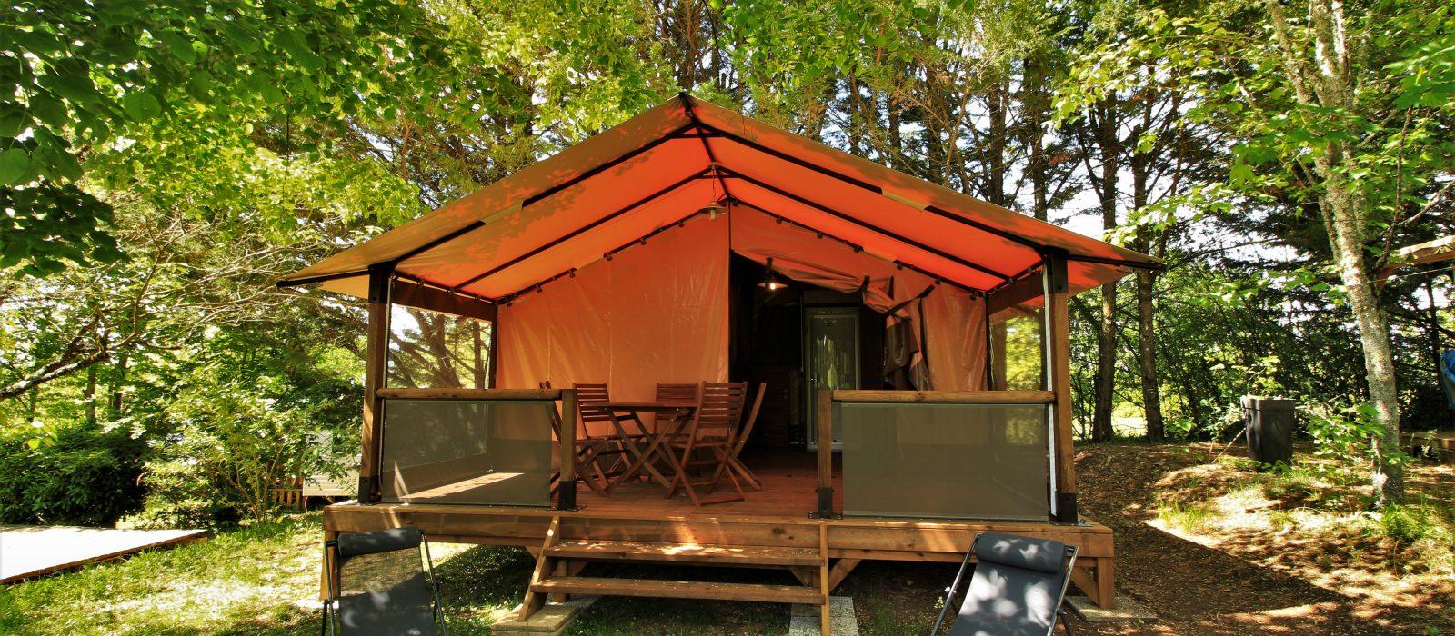 vue extérieure tente victoria camping au p'tit Bonheur