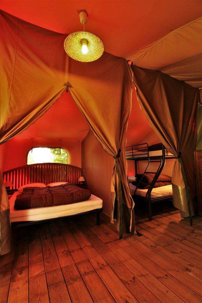 Tente lodge victoria 5 personnes camping au p 39 tit bonheur for Tente deux chambres
