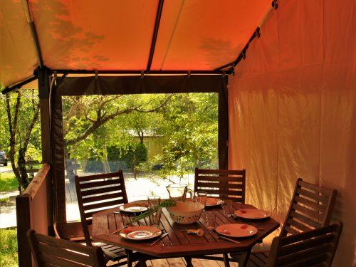 terrasse tente voctoria camping Au p'tit Bonheur