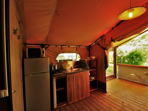 cuisine tente victoria camping au P'tit bonheur