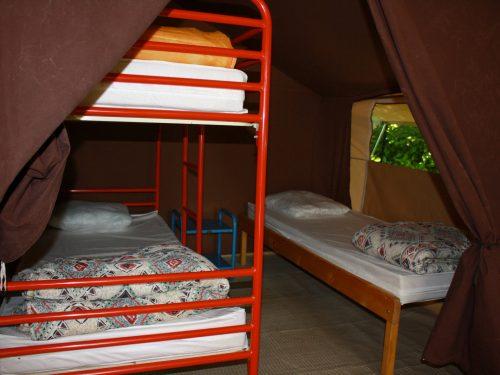 tente aménagée pour 5 personnes camping au P'tit Bonheur en Dordogne