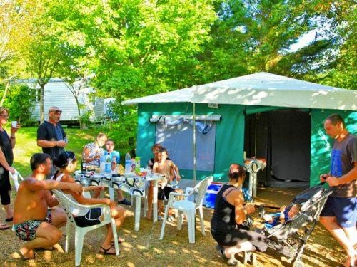 location tente pour 4 personnes camping Au P'tit Bonheur Dordogne