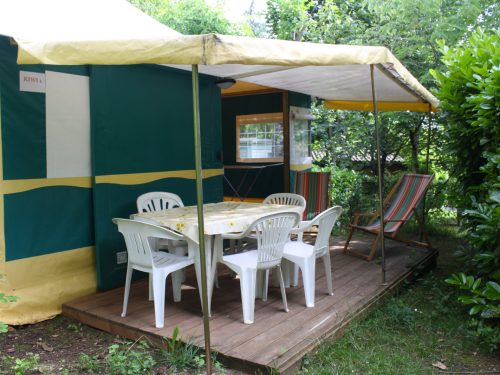 tente aménagée pour 5 personnes en Dordogne au camping Au P'tit Bonheur