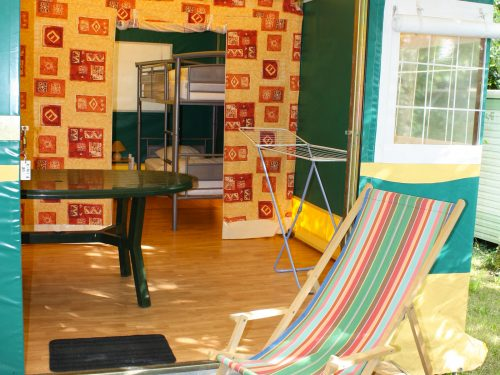 tente aménagée por 5 personnes à louer au camping Au p'tit Bonheur en Dordogne