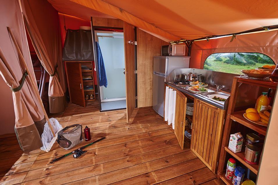 Tent lodge victoria5 pers 30 m met overdekt terras camping au p 39 tit bonheur - Tent voor terras ...