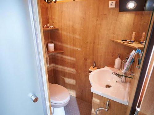tente équipée avec salle de bain en Dordogne camping au p'tit bonheur