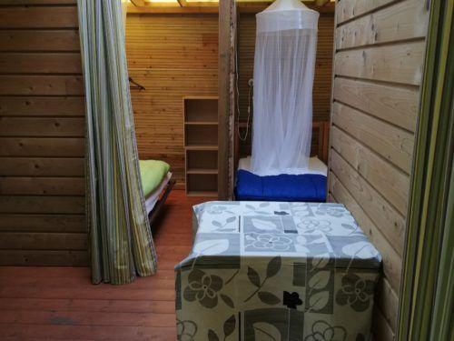 chambre parents et chambre enfants - Ti Bonheur cabane au camping Au P'tit Bonheur